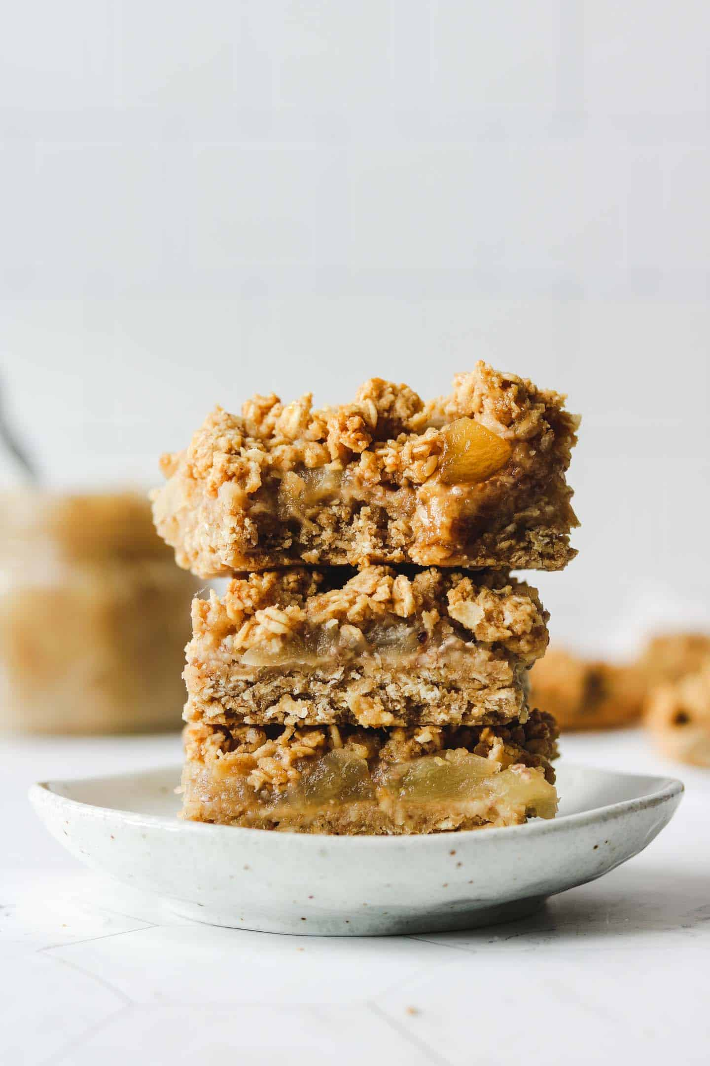Healthy Apple Oatmeal Crumble Bars
